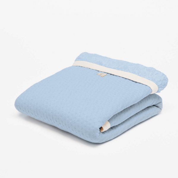 fair and cute wiegdeken winter light blue